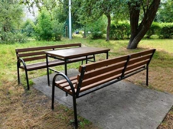 Более двухсот скамеек закупили для общественных территорий в Серпухове