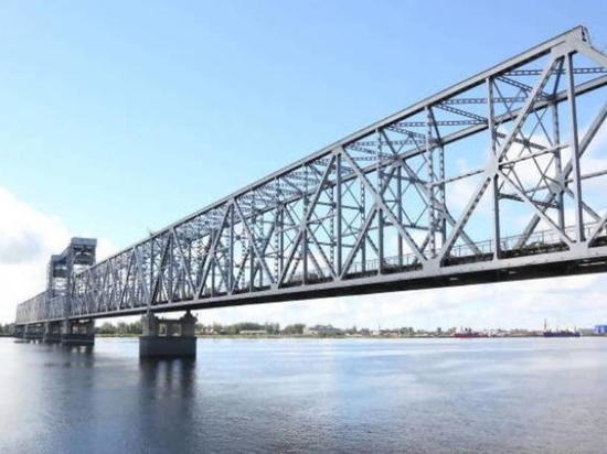 Движение по Северодвинскому мосту будет перекрыто с ноля частов субботы до пяти утра воскресенья — итого 29 часов на ремонт.