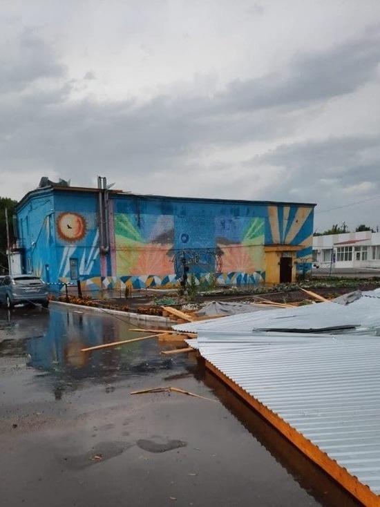 Очередной ураган в Саратове: перебои со светом, газом, у зданий сносит крыши