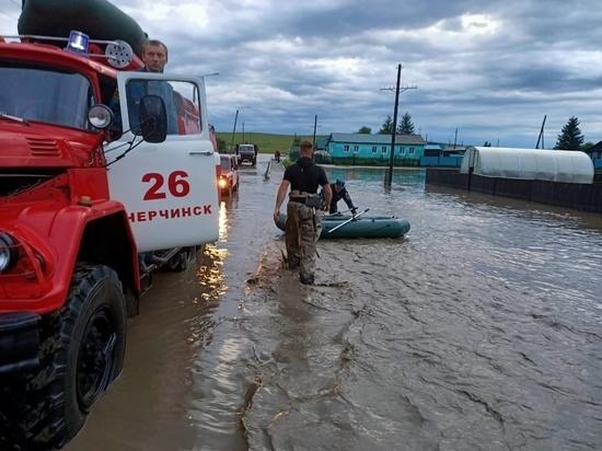 Более 50 домов подтоплены в забайкальском селе, людей эвакуировали в ПВР