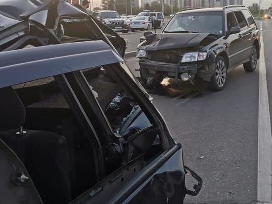 Водитель без прав устроил ДТП с наездом на сотрудника ГИБДД в Красноярске