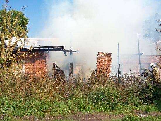 В Ивановской области загоревшийся гараж тушили 10 человек
