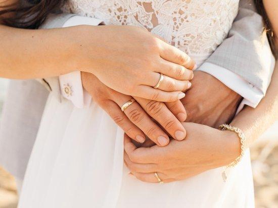 Более 40 пар влюбленных амурчан поженились в красивую дату