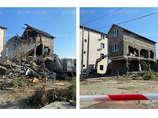 В Сочи снесли дом, возле которого были расстреляны судебные приставы