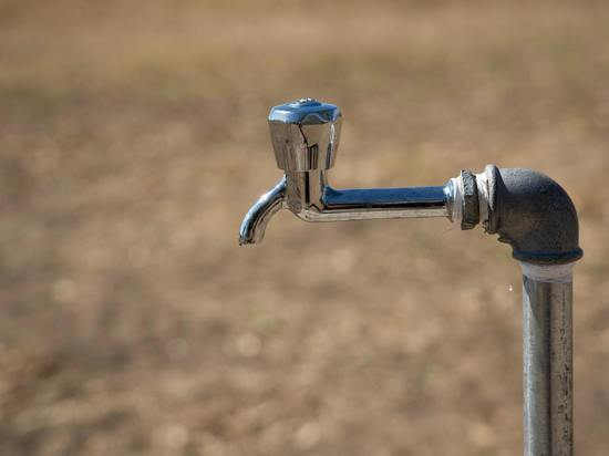 В Акбулаке вышли из стоя сразу два насоса, поселок остался без воды