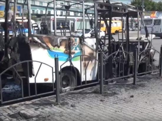 В Омске прокуратура ведёт проверку инцидента со сгоревшей у вокзала маршруткой