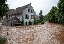 Специалисты обеспокоены тем, насколько быстро климатический кризис усилил экстремальные погодные условия, проявления которых видны и в пострадавшей от наводнений Западной Европе, и в столкнувшихся с сильной жарой Канаде и России