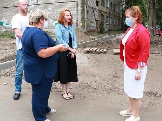 Мэр Рязани проконтролировала благоустройство дворов на улице Крупской