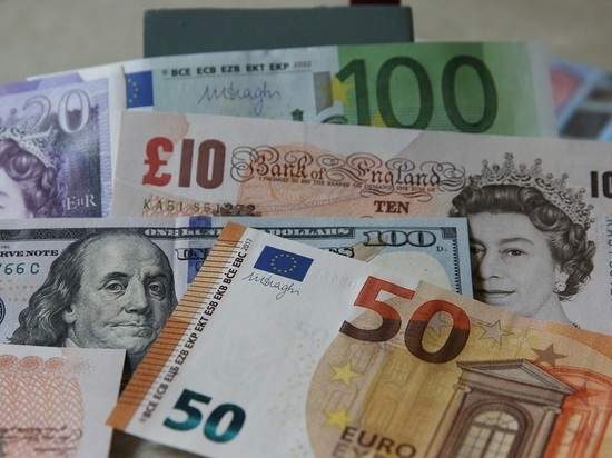 Курс евро упал ниже 87 рублей впервые с 6 июля