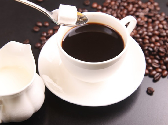 Бодрящий напиток взамен утреннего приема пищи не принесет пользы организму