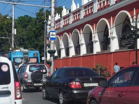 В Калуге демонтировали остановку на Старом Торге