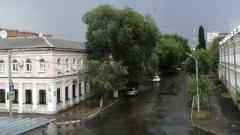 На центр Оренбурга обрушился мощный ливень