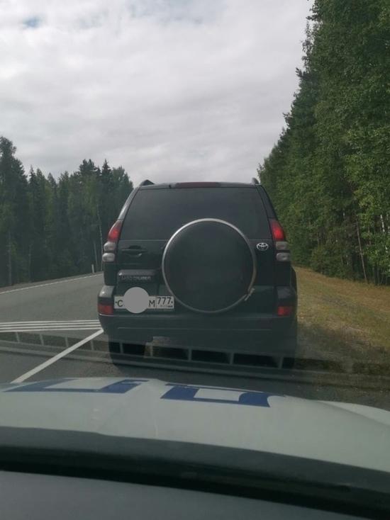 Москвича на Land Cruiser Prado поймал скрытый патруль в Карелии