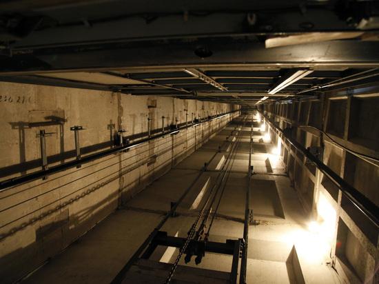В Подмосковье упал лифт с людьми, трое пострадавших