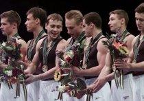 Олимпийские игры в Атланте-1996 были первыми, на которых после распада СССР выступила команда России. Чемпионат мира 1995 года отдал в командном многоборье золото Китаю, на втором и третьем местах оказались Япония и Румыния. Россия, Украина и Белоруссия – следом. Бронза в многоборье Евгения Шабаева, золото Алексея Немова – за год до Игр команда не блистала.