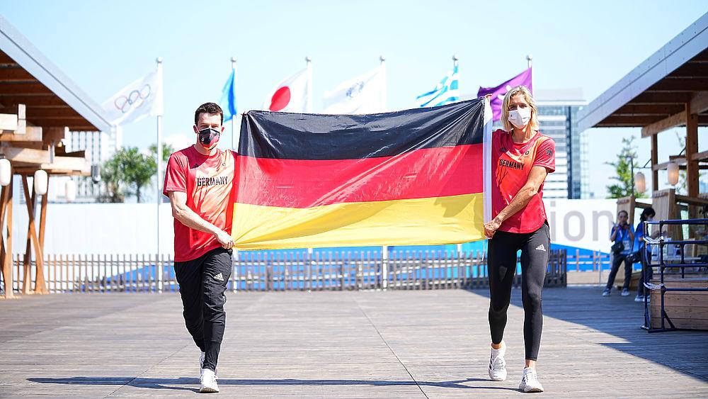 Знаменосцы 10 главных фаворитов Олимпиады: наши, японцы и американцы