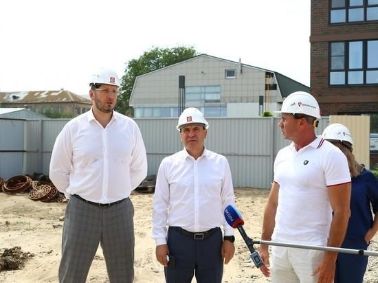 В Астрахани первый замминистра строительства РФ положительно оценил развитие отрасли строительства
