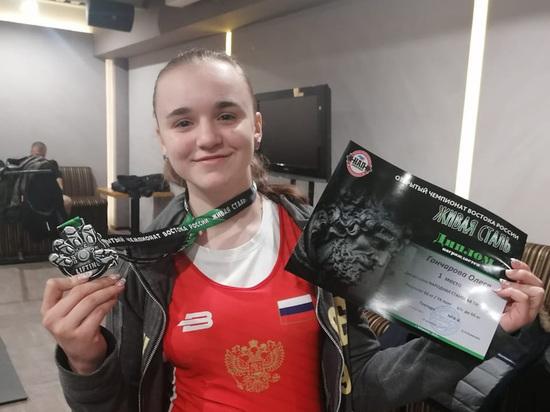 Восьмиклассница Олеся Гончарова стлала рекордсменкой в поднятии тяжестей спустя полгода тренировок