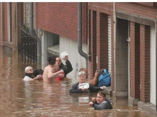 Германия: Наводнение унесло много жизней