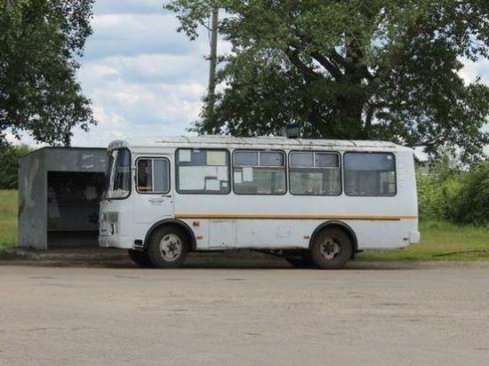 84-летний пенсионер выпал из автобуса в Томске и был госпитализирован