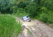 Пятеро жителей Майкопа застряли в болоте из-за предложенной навигатором