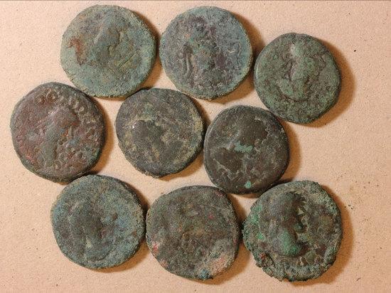 Монетный клад VI века обнаружили российские археологи во время раскопок в Фанагории, бывшей древнегреческой колонии, расположенной на берегу Керченского пролива, на Таманском полуострове в Краснодарском крае