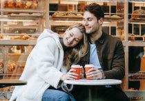 Опрос, проведённый популярным сайтом знакомств, показал: в среднем россияне готовы потратить 1700 рублей на первое свидание – при этом половина опрошенных мужчин по умолчанию предполагает, что оплата полностью ляжет на их плечи