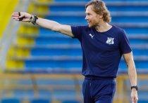 Российский футбольный союз объявил имя нового главного тренера сборной России по футболу. Им стал тренер «Ростова» Валерий Карпин, который будет совмещать работу в сборной и в клубе. Контракт с ним заключен всего на пять месяцев.