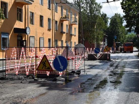 80-летний водопровод перекладывают на улице Луначарского в Петрозаводске