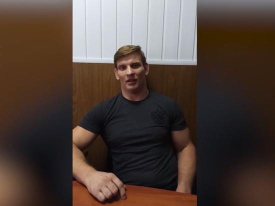 Белорусский гостелеканал ОНТ опубликовал в своем телеграм-канале видео с чемпионом мира по тайскому боксу Алексеем Кудиным, недавно экстрадированным из России