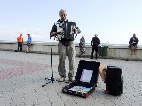 Уличным музыкантам запретили играть в Алуште из-за COVID-19