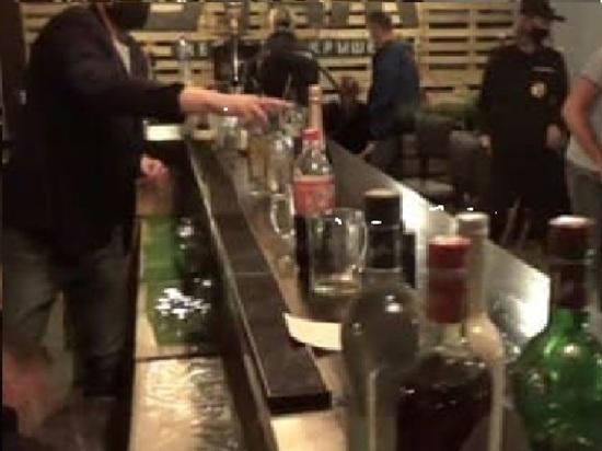 Причиной появления в клубе на Болтинском шоссе Котласа сотрудников МВД и ОМОН стало нарушение режима работы питейного заведения — после часа ночи в нём продолжалось веселье.