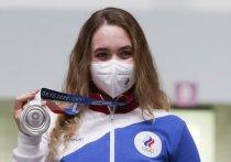 Анасатсия Галашина завоевала первую российскую медаль на Олимпийских играх в Токио. В стрельбе из пневматической винтовки на 10 м Галашина лидировала до последнего выстрела, но проиграла китаянке Цянь Янь, и стала серебряным призером.