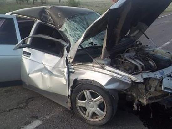 В ДТП с микроавтобусом в Астраханской области пострадали 6 человек