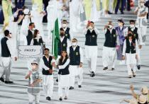 Церемония открытия Олимпийских игр завершилась в пятницу, 23 июля, в Токио. После чего по миру, и в первую очередь, по Японии прошла волна возмущения. Вот время парада представители нескольких стран, и в первую очередь знаменосцы, не надевали масок. В нарушении режима были уличены спортсмены из Таджикистана, Киргизстана и Пакистана. МОК обещал всех строго наказывать: а что им еще оставалось, когда в первый соревновательный день было зафиксировано еще 17 случаев заражения на Олимпиаде.