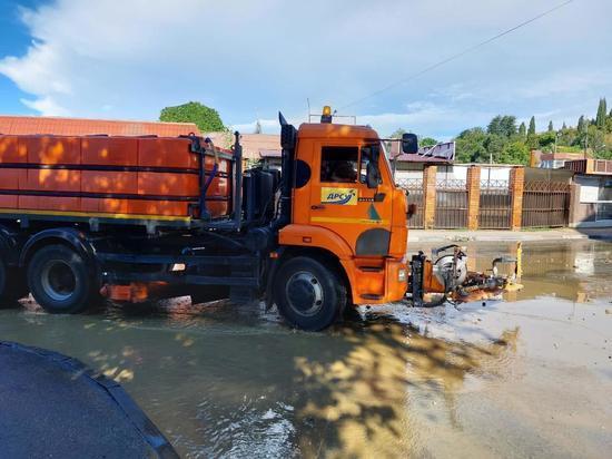 В Лазаревском, Адлерском и Хостинском районах Сочи устраняют последствия разлива рек из-за непогоды