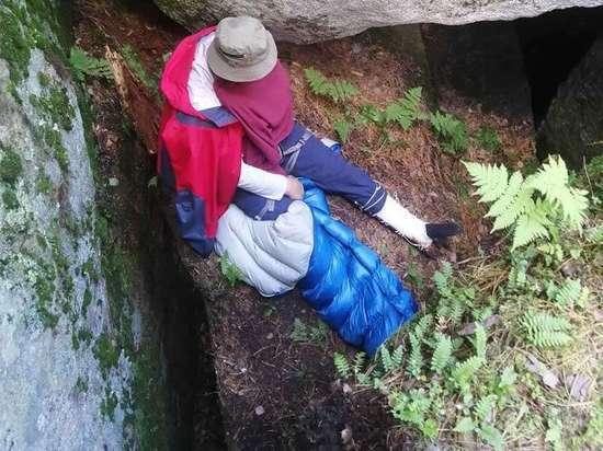 В Шелеховском районе турист сломал ногу, упав со скалы «Старуха»