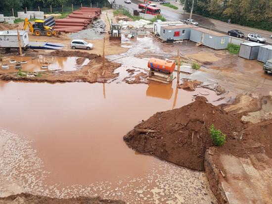В Кирове на улице Сурикова из-за строителей образовался потоп