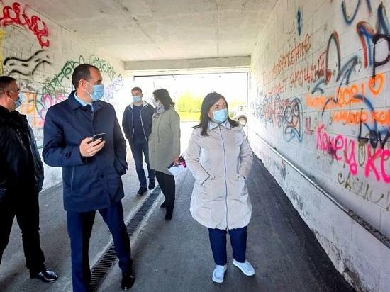 Вандалы стали заново расписывать свежеокрашенную арку в Харпе
