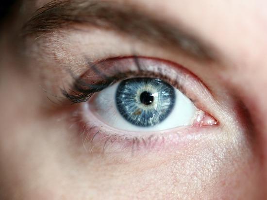 Врачи перечислили заболевания, которые можно определить по глазам
