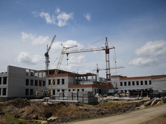 Излишняя влага мешает строительству самой большой школы в Приамурье