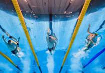 Американский пловец Чейз Калиш принес своей олимпийской команде первые золотые медали
