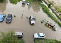 Реки на дорогах, потоп в подъездах и квартирах: после ливней Ноябрьск «превратился в Венецию»
