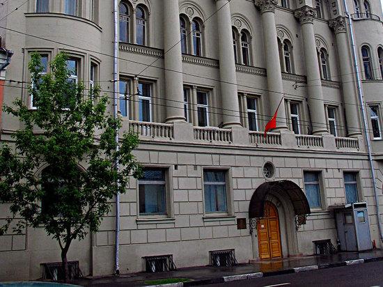 В посольстве Киргизии посетитель подрался с секретарем вице-консула