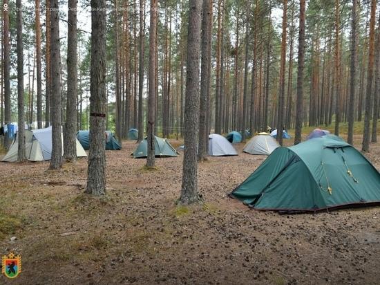 На Сямозере прикрыли стихийный палаточный лагерь московских туристов