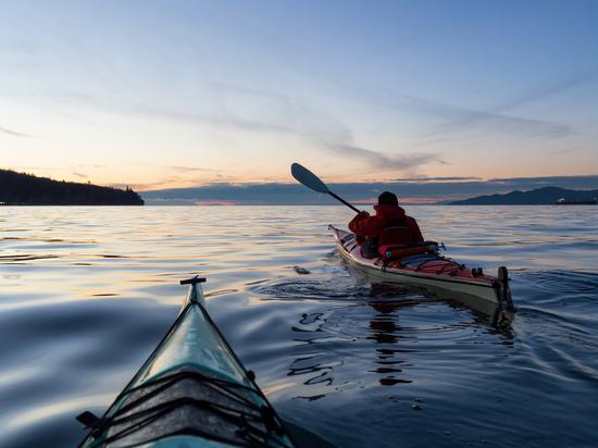 В Новгородской области открылись водные маршруты по Валдайскому озеру на каяках и SUP-бордах