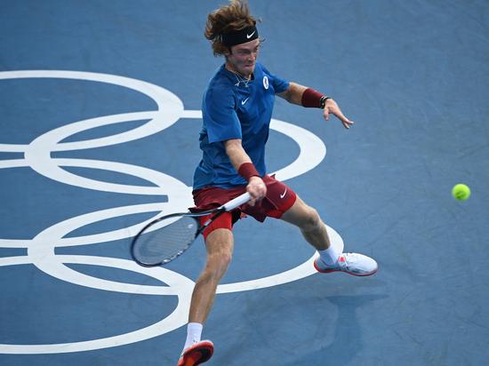 Теннисист Рублёв вылетел с Олимпиады