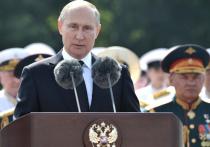 Главный военно-морской парад состоялся в Санкт-Петербурге в День ВМФ, который традиционно отмечается в последнее воскресенье июля