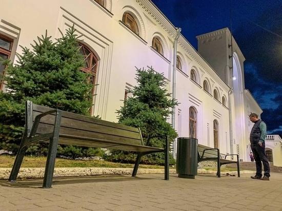 В Великом Новгороде появится больше новых урн, стульев и скамеек
