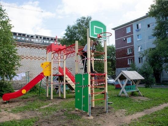 Сто дворов Благовещенска «обзаведутся» игровыми комплексами и спортивными снарядами
